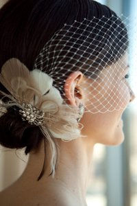 Ivory Short Feather Fascinator with Brooch and Bandeau Bridal Veil