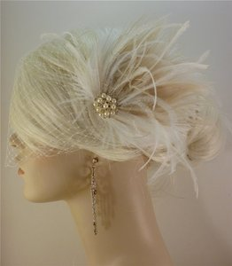 Ivory Short Fascinator W/Pearls And Bridal Veil