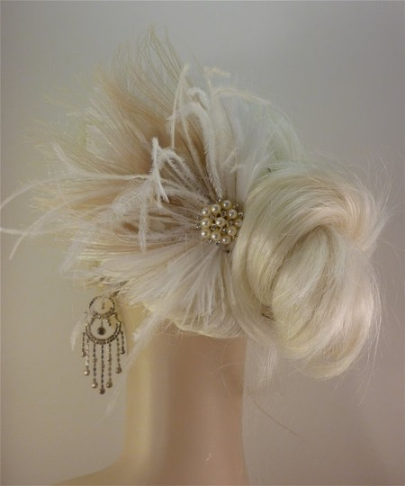 Ivory Short Fascinator W/Pearls And Bridal Veil Image 3