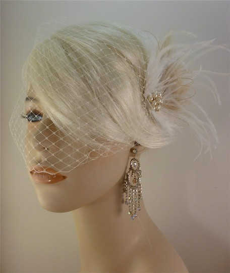 Ivory Short Fascinator W/Pearls And Bridal Veil Image 4