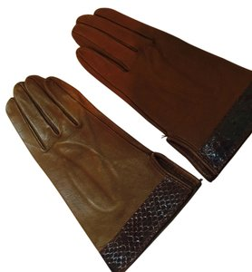 NEVER WORN----SPECIALTY LEATHER--SOFT BROWN ITALIAN GLOVES WITH SNAKESKIN EDGING