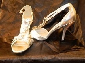 Dyeables Silver Victoria Size US 8