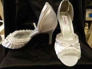 Dyeables White Frilly Size US 9
