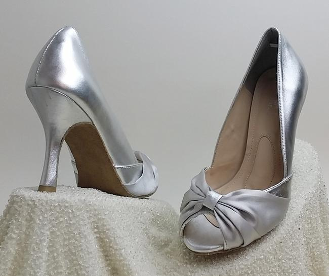 Item - Silver Sample Pumps Size US 6.5