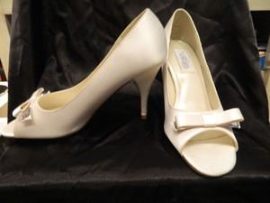 Dyeables White Luscious Size US 7