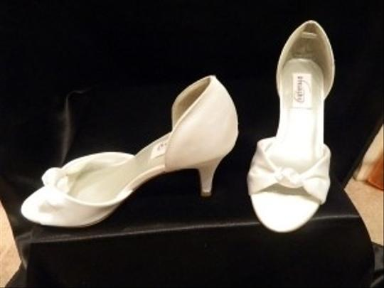 Dyeables White Love Me Tender Size US 7.5