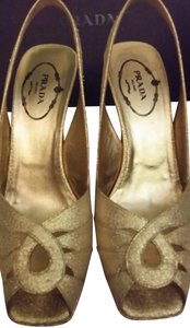 Prada Size 6 Size 36 Evening Prom Formal Winter Formal Dance Elegant Designer Heels Platforms gold Pumps