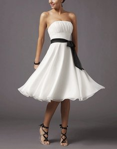 White Chiffon Strapless Pleated Bust W/ Sash Destination Wedding Dress Size 8 (M)