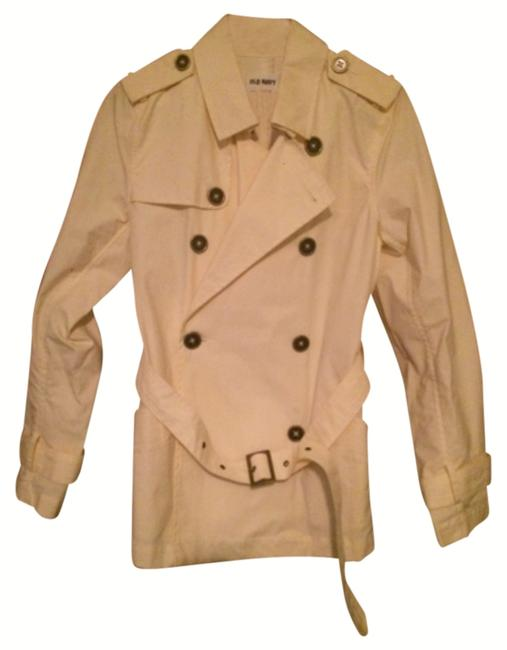 Do Old Navy pea coats come in a variety of colors and patterns? The Old Navy peacoat for women is available in many stylish colors and patterns. It comes in a variety of neutrals like the classic black, cream, navy, or gray. The peacoat from Old Navy is also .