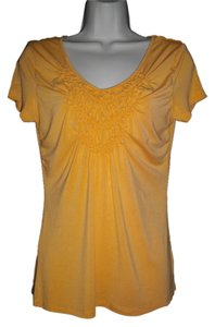Willi Smith Ruffles Short Sleeves Trapeze V-neckline Pullover Style Top Gold