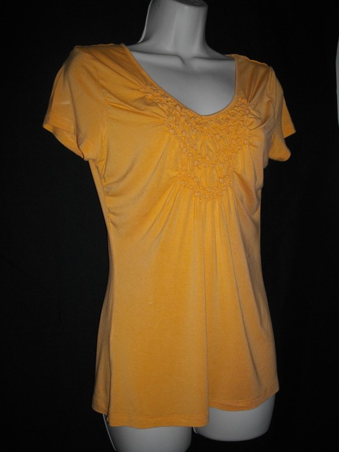 Willi Smith Ruffles Short Sleeves Trapeze V-neckline Pullover Style Top Gold Image 2