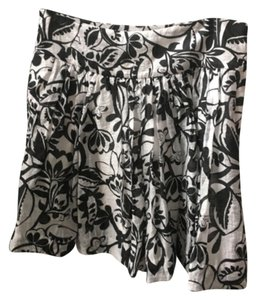 Express Skirt Black and white print