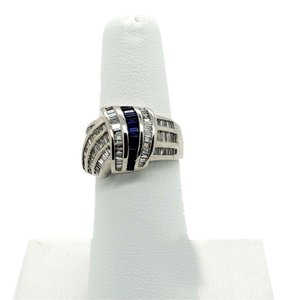 Stylish 14k White Gold 1.0ct Diamonds & 0.25ct Blue Sapphire Ring, Size 6