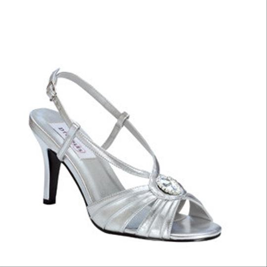Preload https://item1.tradesy.com/images/dyeables-silver-jenelle-size-us-8-80930-0-0.jpg?width=440&height=440
