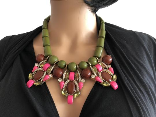 Preload https://img-static.tradesy.com/item/8097775/green-statement-necklace-0-7-540-540.jpg