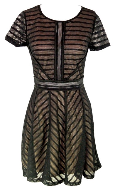 Item - Black and Nude Above Knee Short Casual Dress Size 8 (M)