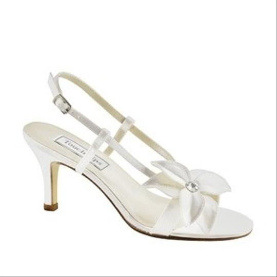 Preload https://item1.tradesy.com/images/touch-ups-white-cheyenne-size-us-85-81065-0-0.jpg?width=440&height=440
