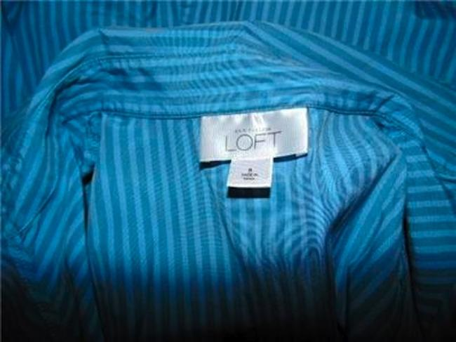 Ann Taylor Size 8 Button Down Shirt BLUE