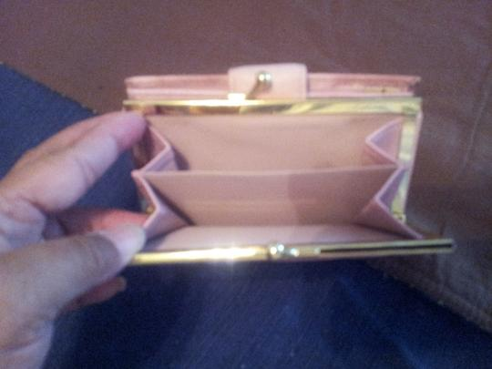 Buxton Buxton Pink wallet brand new.