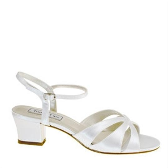 Preload https://item3.tradesy.com/images/touch-ups-white-monaco-size-us-8-81162-0-0.jpg?width=440&height=440