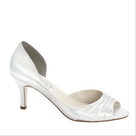 Preload https://item2.tradesy.com/images/touch-ups-white-nadia-size-us-55-81166-0-0.jpg?width=440&height=440