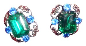 SIGNED CORA STUNNING VINTAGE SIGNED CORA RICH GREEN W/BLUE STONES CLIP ON EARRINGS