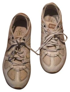 Diesel Whitney sneakers. Very good condition. No wear on soles of shoes. Size 7 Athletic