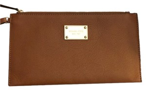 Michael Kors Wristlet in Neutral