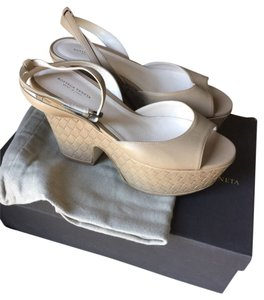 Bottega Veneta Leather Designer Elegant Beige Sandals