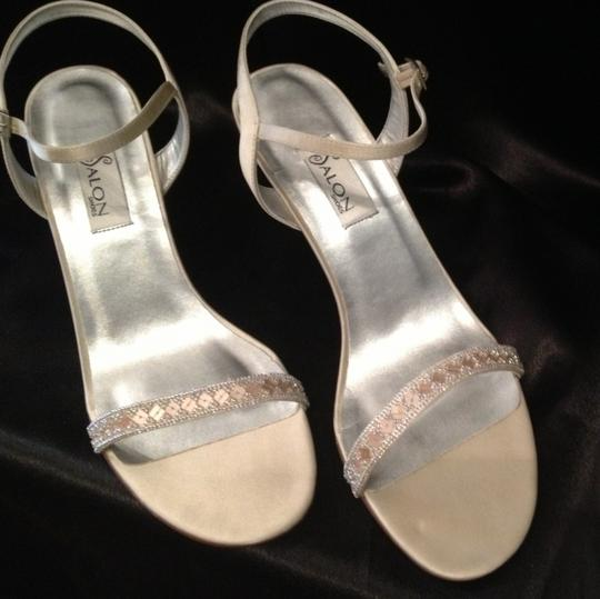 Salon Shoes Champagne Capri Size US 9.5