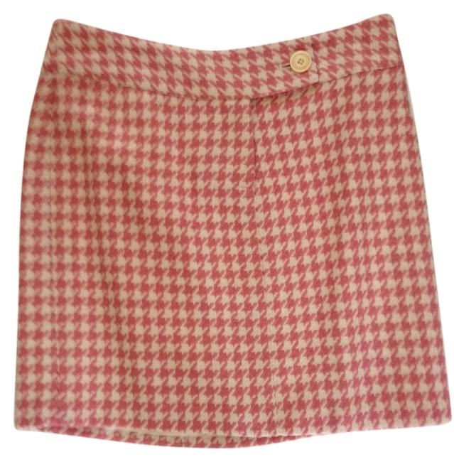 Preload https://img-static.tradesy.com/item/8134417/vineyard-vines-rose-and-cream-houndstooth-wool-miniskirt-size-2-xs-26-0-1-650-650.jpg