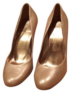 Salvatore Ferragamo Leather Stiletto Holiday Gold Champagne Pumps