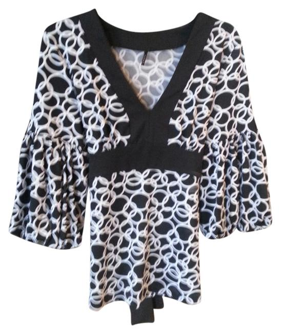 Item - Black and White Blouse Size 8 (M)