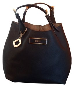 Donna Karan Removable Straps Very Roomy Inside Saffiano Leather. Satchel in Black