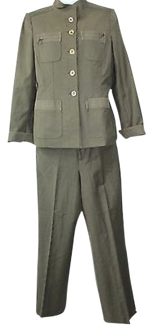 Preload https://img-static.tradesy.com/item/8157694/ellen-tracy-military-inspired-stretch-cotton-blend-4-pant-suit-size-2-xs-0-2-650-650.jpg