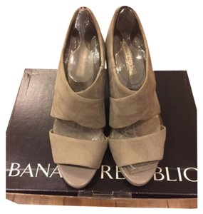 Banana Republic Gray Pumps