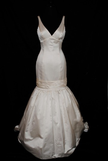 Anne Barge Ivory Satin 470 Modern Wedding Dress Size 6 (S)