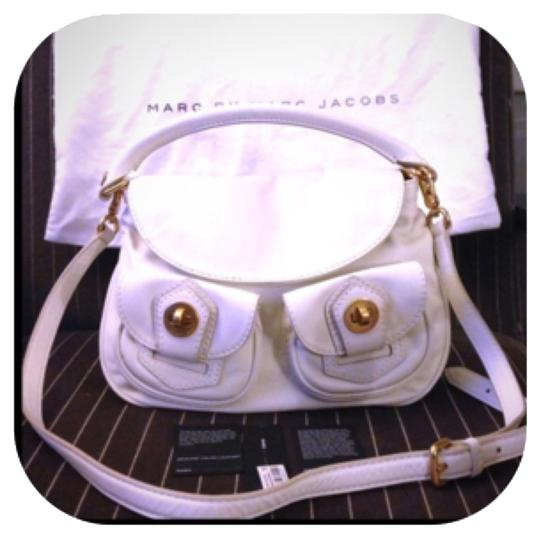 Preload https://img-static.tradesy.com/item/8164861/marc-by-marc-jacobs-light-vanilla-leather-satchel-0-3-540-540.jpg