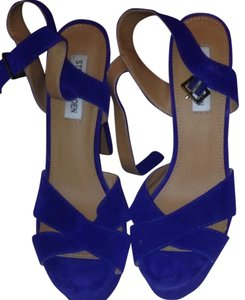 Steve Madden Blue Pumps