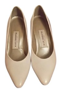 Liz Claiborne White Pumps