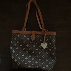 Dooney & Bourke Tote in Brown/Tan
