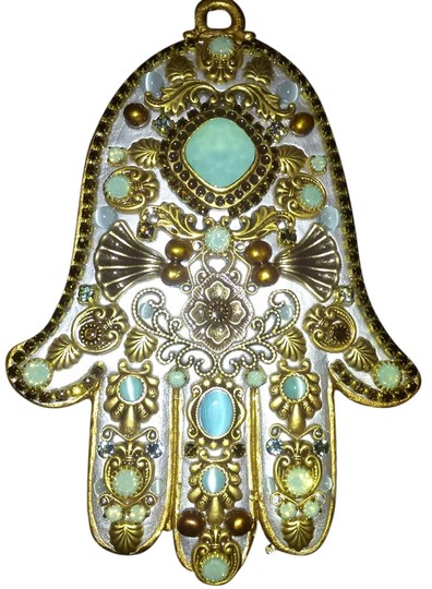 Preload https://img-static.tradesy.com/item/8201839/silver-toned-brass-cat-s-eye-pacific-opal-topaz-and-crystals-wall-hamsa-0-2-540-540.jpg