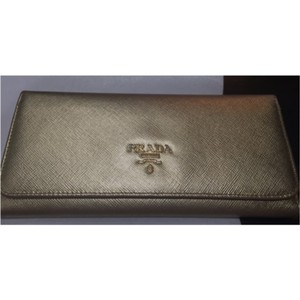saffiano lux tote prada price - Prada Wallets on Sale - Up to 70% off at Tradesy