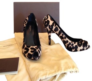 Louis Vuitton Leopard Pumps