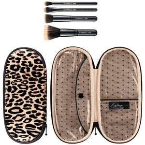 MAC Cosmetics Perfectly Plush Brush Mineralize Set New in box