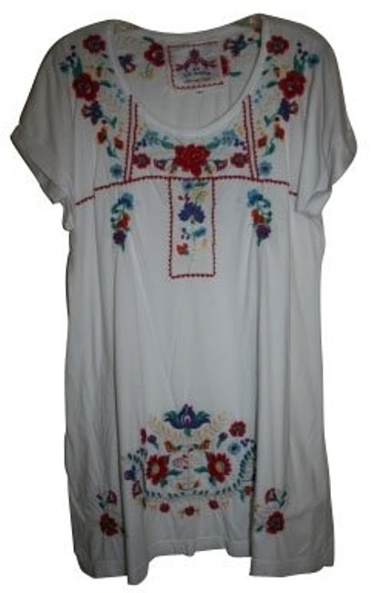 Preload https://item5.tradesy.com/images/white-tunic-size-8-m-824-0-0.jpg?width=400&height=650