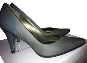 Kenneth Cole Reaction Grey Pumps