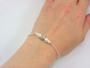 Set Of 7 Pearl And Rhinestone Bracelets 7 Bridesmaid Bracelets Pearl And Crystal Bracelets Floating Pearl Bracelet