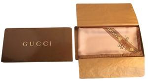 Gucci Gucci scar with box unworn