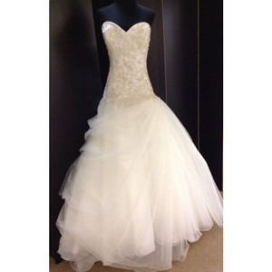 8901 Wedding Dress